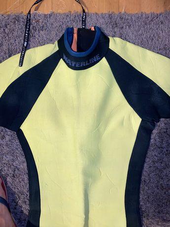 Fato de surf amarelo