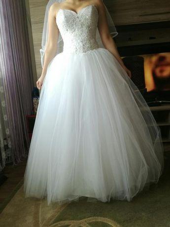 Suknia ślubna princeska z bogato zdobionym gorsetem