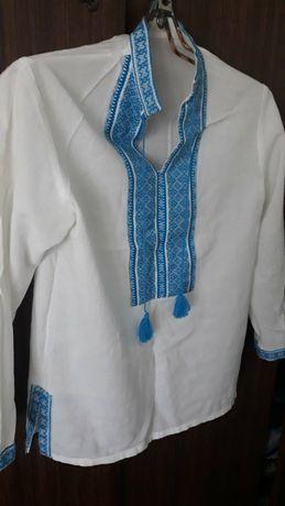 Вышиванка белая с синим воротником
