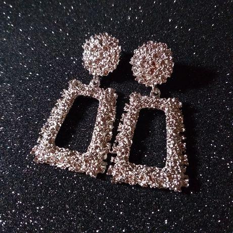 Модные серьги под серебро