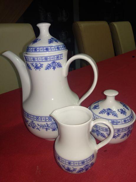 Porcelana Kahla dzbanek mlecznik i cukiernica wzór cebulowy