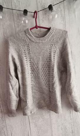 Wełniany ciepły sweterek