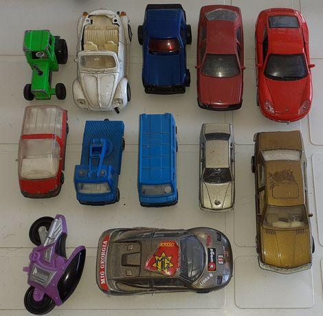 Coleção de carros e outros bonecos