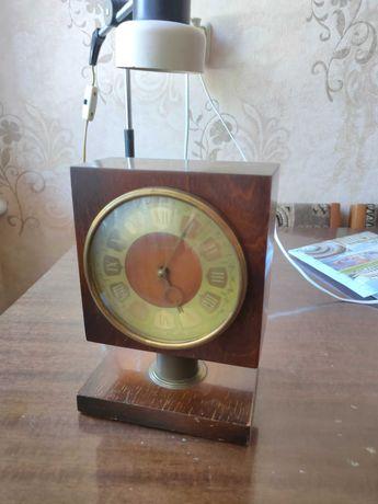 Настольные ретро часы Весна времён СССР. Рабочие! оригинальный ключик