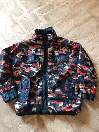 Продам демисезонную  куртку на мальчика 2 года