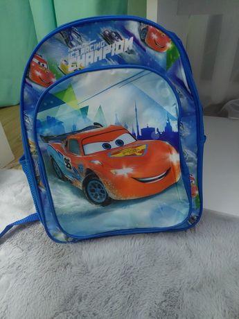 Nowy plecak z usztywnianymi plecami