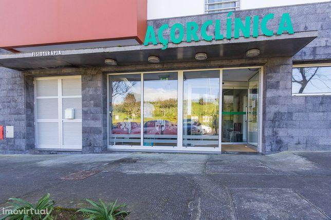 Clínicas de reabilitação física com equipamentos incluídos em Ponta De