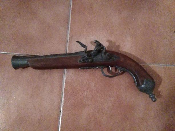 pistola antiga para decoração
