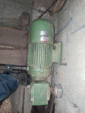 Мотор 3-х фазний