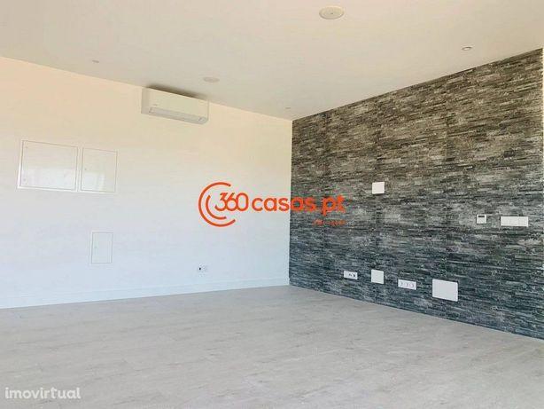Apartamento T2 novo com piscina e garagem no Montenegro, Faro