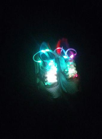 Светодиодные LED Шнурки на батарейках. Светящиеся шнурки.