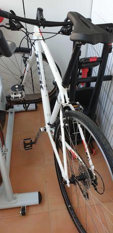 Bicicleta Semi Nova Trek FX2 Shimano 8 velocidades