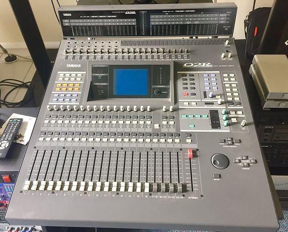 2 Mesas Yamaha 02R V2