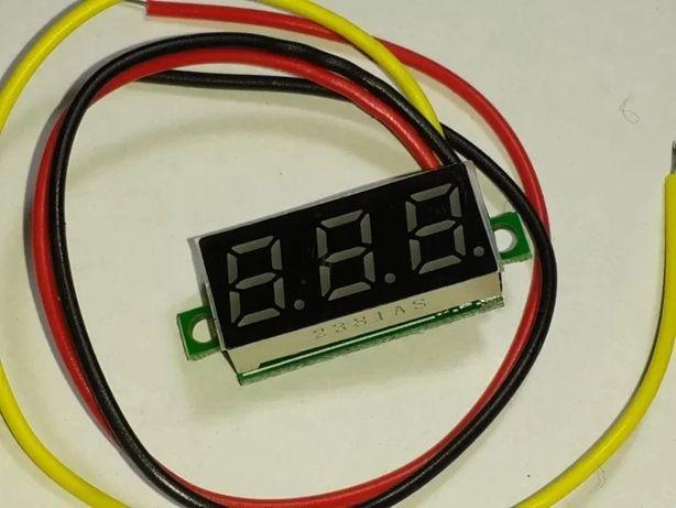 Вольтметр цифровой 0-100 В три провода с подстройкой зеленый