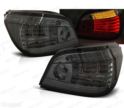 FAROLINS TRASEIROS LED CELIS BMW E60 03-07 CROMADO ESCURECIDOS DINÂMICOS