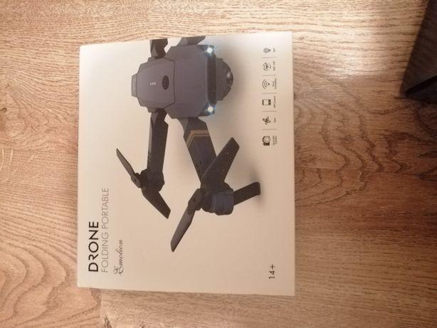Nowiutki Dron Emolion z kamerą