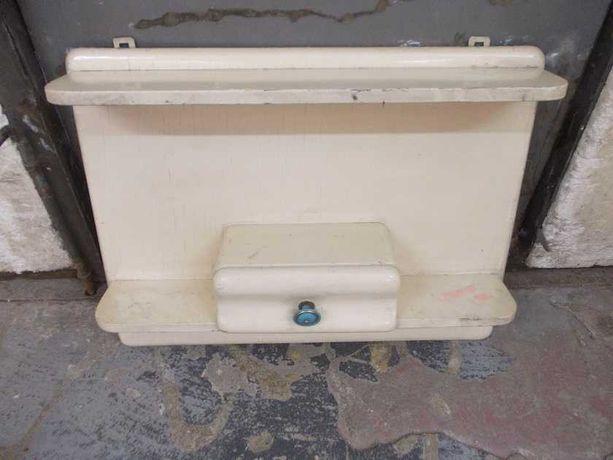 Stara drewniana półka wisząca z szufladką