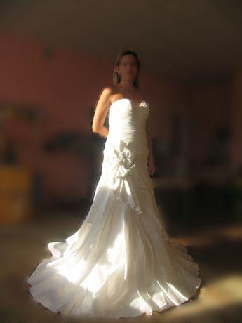 СРОЧНО!Продам свадебное платье!Европа!40 размер!