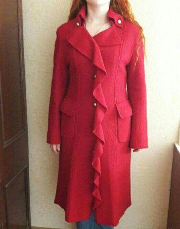 Шикарное красное пальто