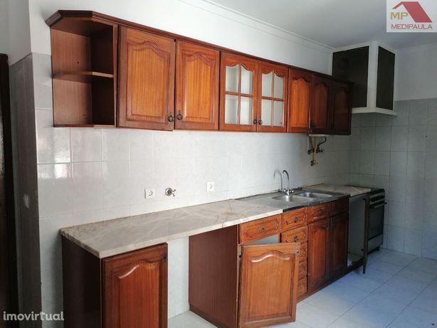 Apartamento T2 Com Arrecadação - Tapada das Mercês