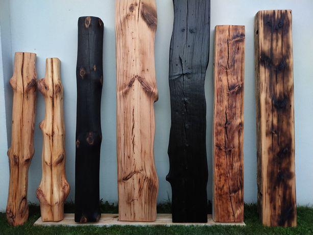 Bale , deski , stare drewno . Opalane szczotkowane