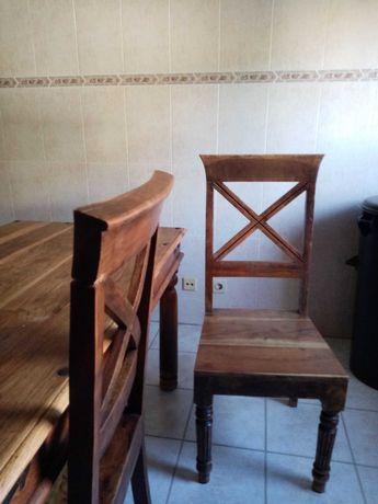 Mesa madeira maciça e quatro cadeiras
