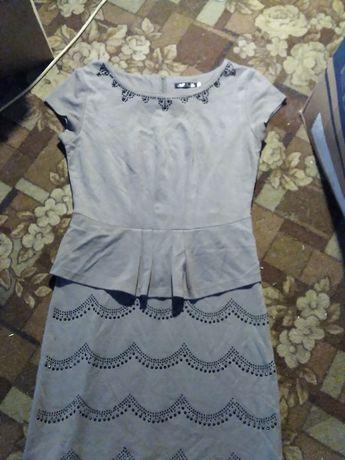 Платье с баской модное