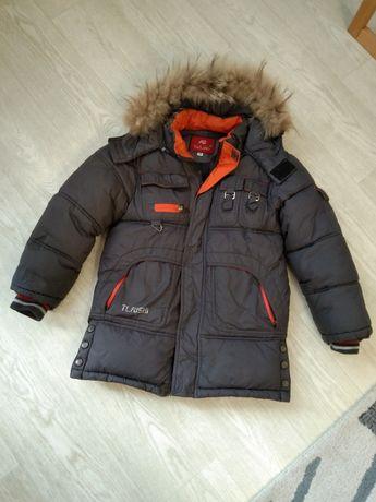 Куртка зимняя с опушкой 6-7 лет.
