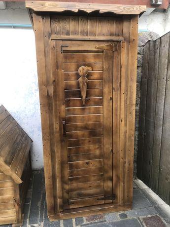 Туалет , будка , колядязь з дерева
