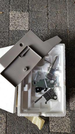 Zestaw do przełożenia drzwi na lewą stronę w lodówce Panasonic