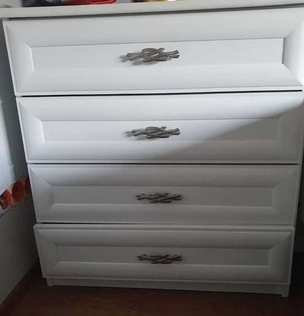 Komoda biała 4 szuflady