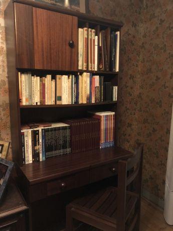 Escrivaninha em madeira maciça com estante e cadeira