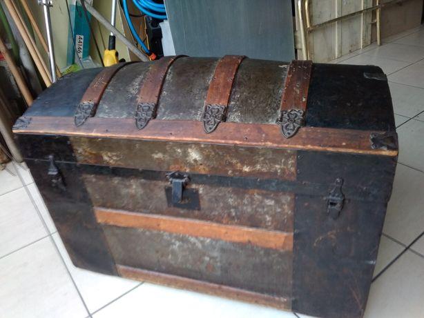 Baú Vintage em madeira e metal