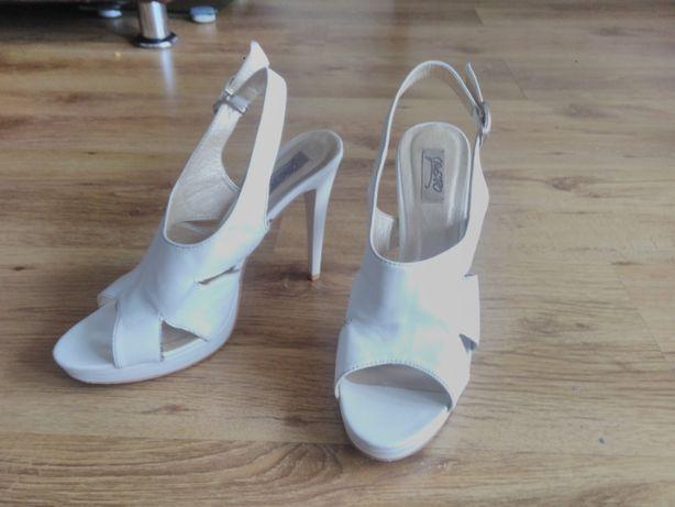Szpilki, sandały 39
