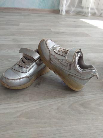Продам кроссовки 26 размер.