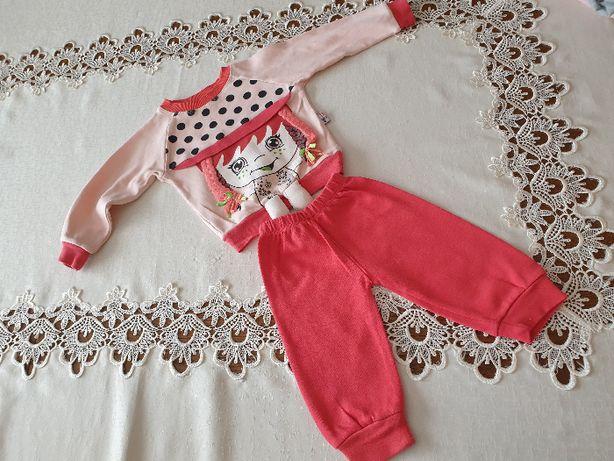 Dresik niemowlęcy dla dziewczynki (spodenki i bluza) w rozmiarze 68-74
