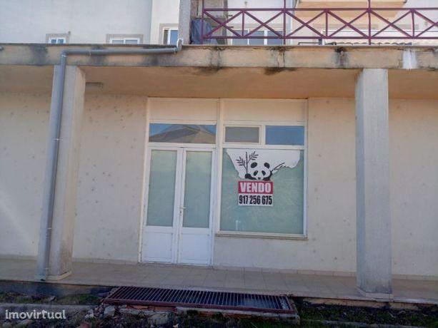 Estabelecimento no Centro de Carrazedo de Montenegro