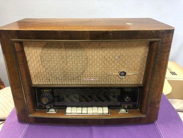 Stare drewniane radio lampowe Berlin