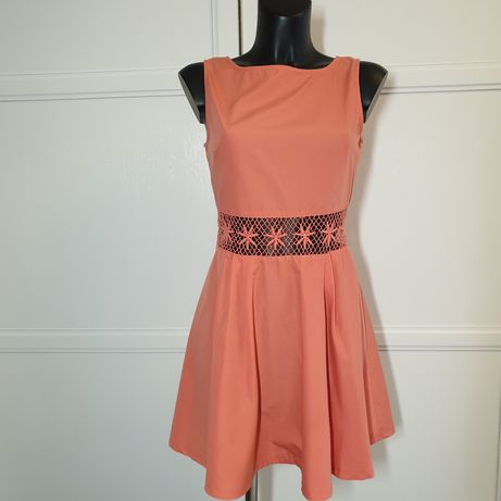 Сукня з плетеною вставкою