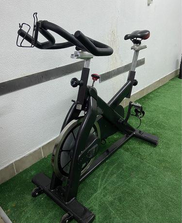 Bicicleta estática Matrix