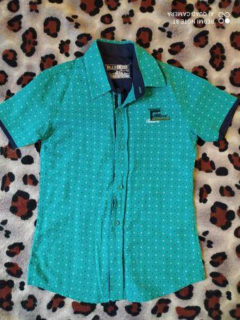Очень красивая рубашка 128см, состояние новой.