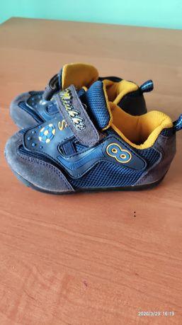 Кросівки дитячі розмір 19