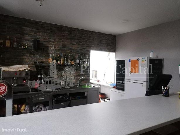 Café Snack Bar em Fânzeres com esplanada
