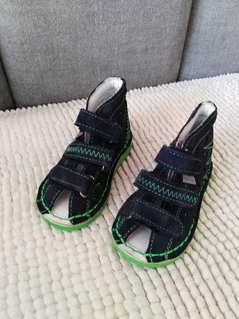 Kapcie chłopięce DANIELKI buty profilaktyczne rozm. 20 nowe