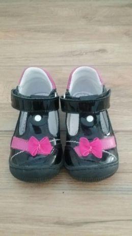 Pantofle lakierki RenBut