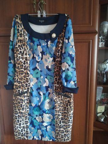 Продам платье написан размер 42 но хпорошо тянется до 48ткань не мнетс