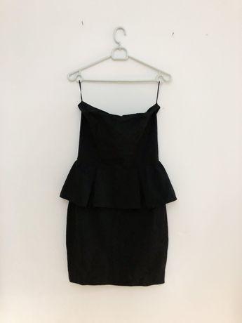 Czarna sukienka z baskinką Mango 36