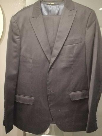 Sprzedam czarny  garnitur Pawo