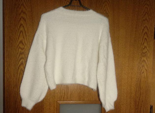 Biały włochaty sweterek ślubny, narzutka ślubna    rozmiar S/M