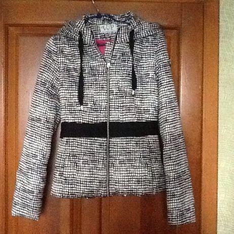 Продам новую куртку женскую весна-осень/ ветровка с капюшоном